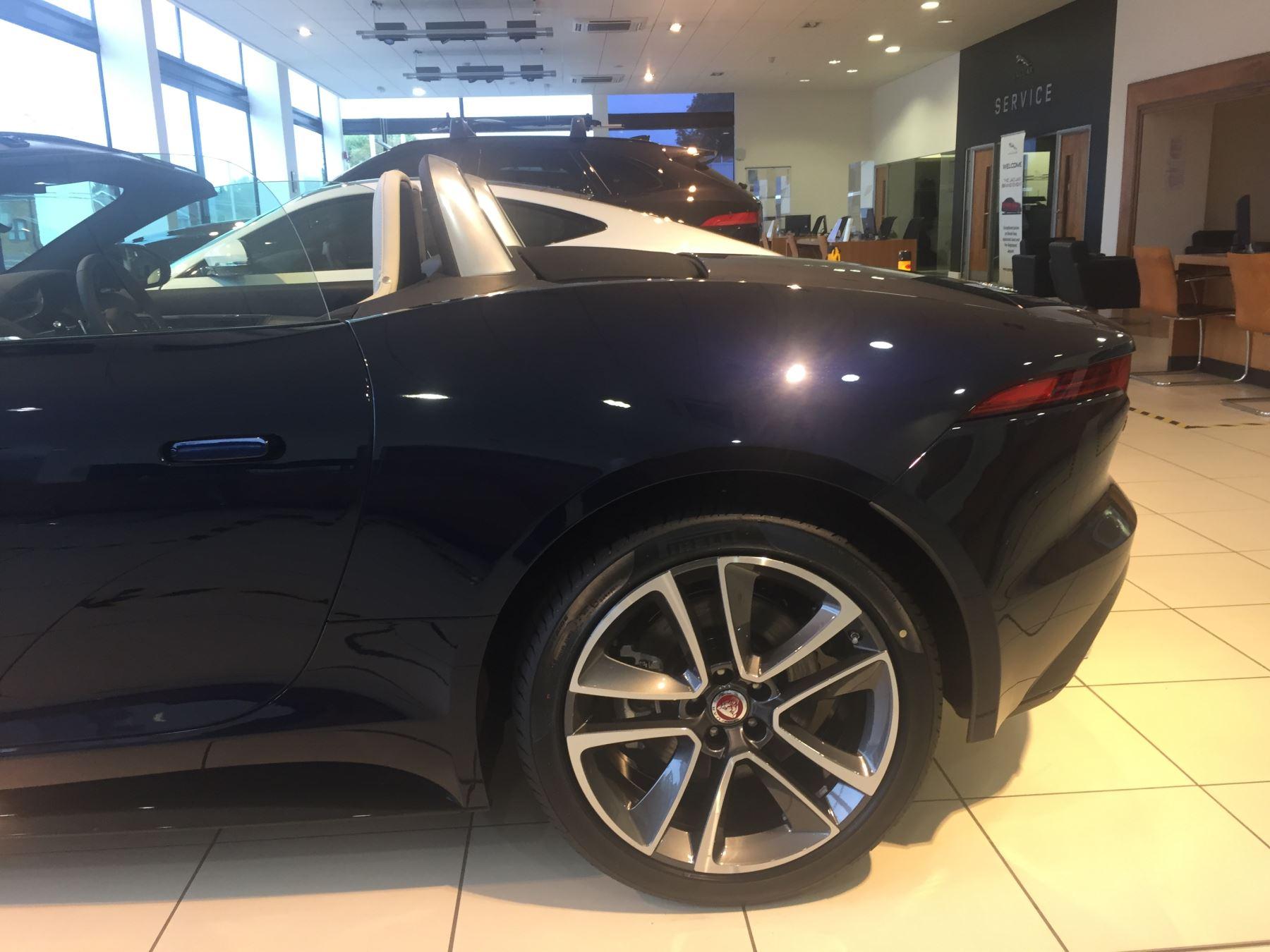 Jaguar F-TYPE 2.0 P300 R-Dynamic image 13